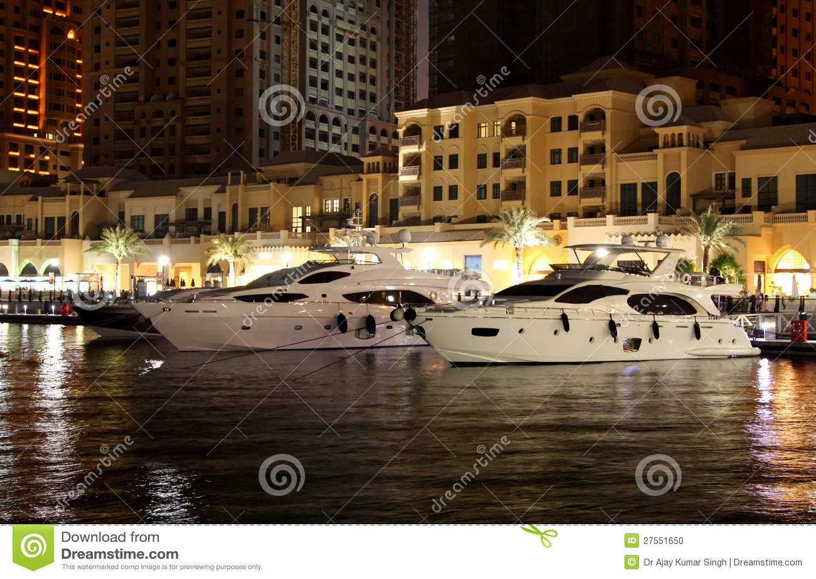 豪华小船在珍珠卡塔尔怀有了