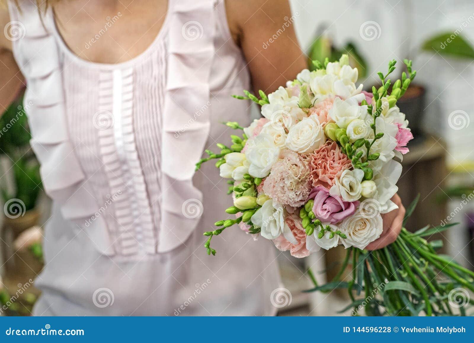 豪华巴洛克式的内部的美丽的新娘 ??