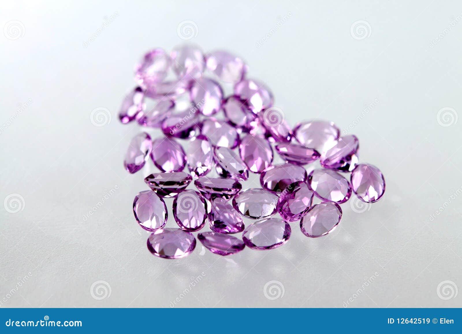 豪华紫色的宝石