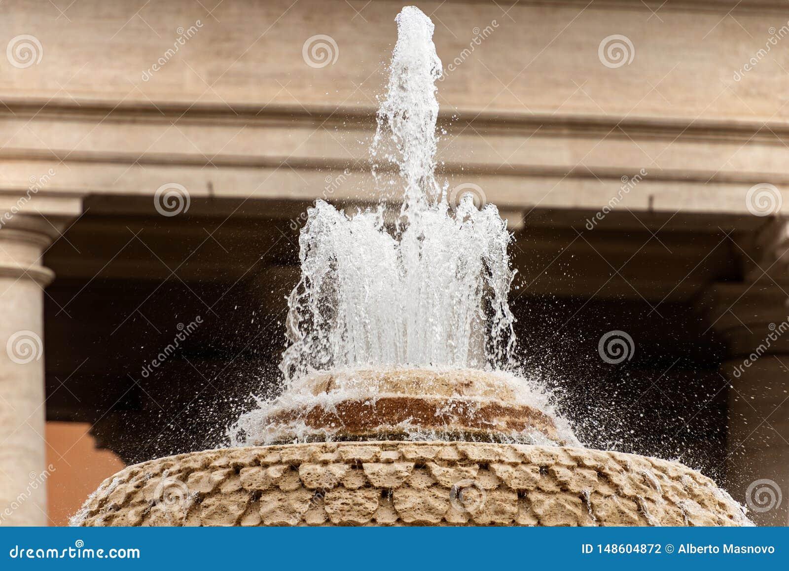 贝尔尼尼喷泉在圣彼得广场-梵蒂冈