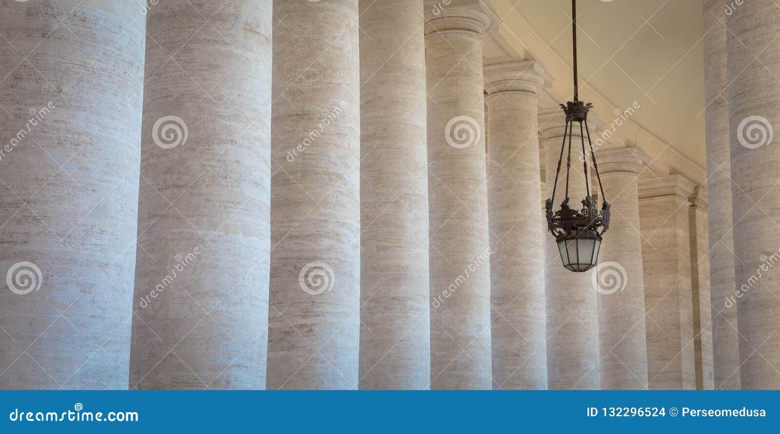 贝尔尼尼柱廊在梵蒂冈