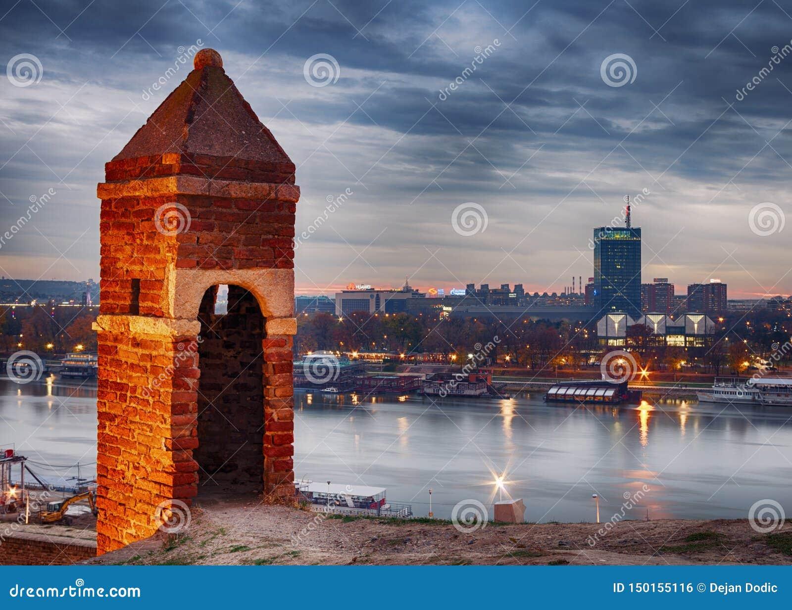 贝尔格莱德夜都市风景