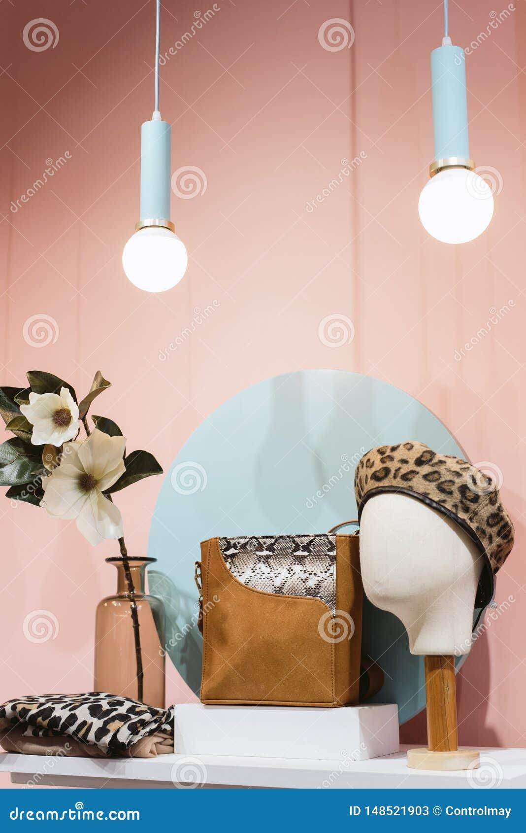贝雷帽,袋子,帽子的时髦的概念