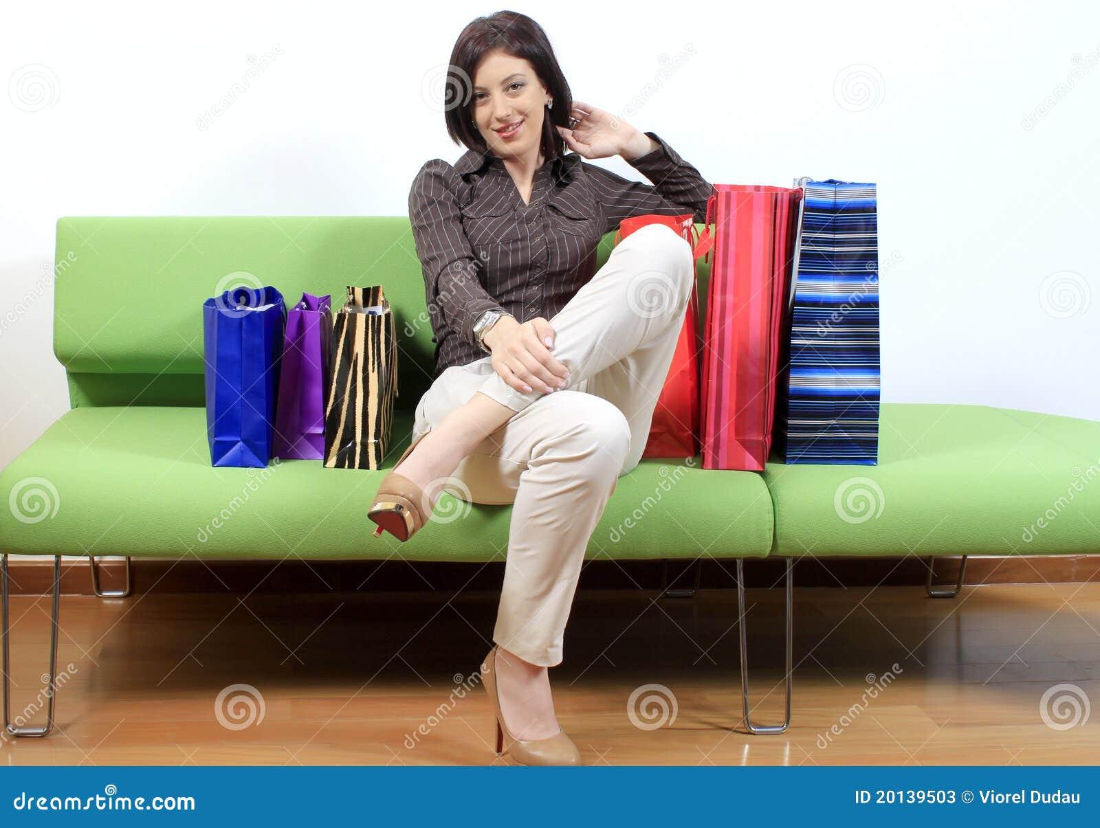 购物行程的妇女