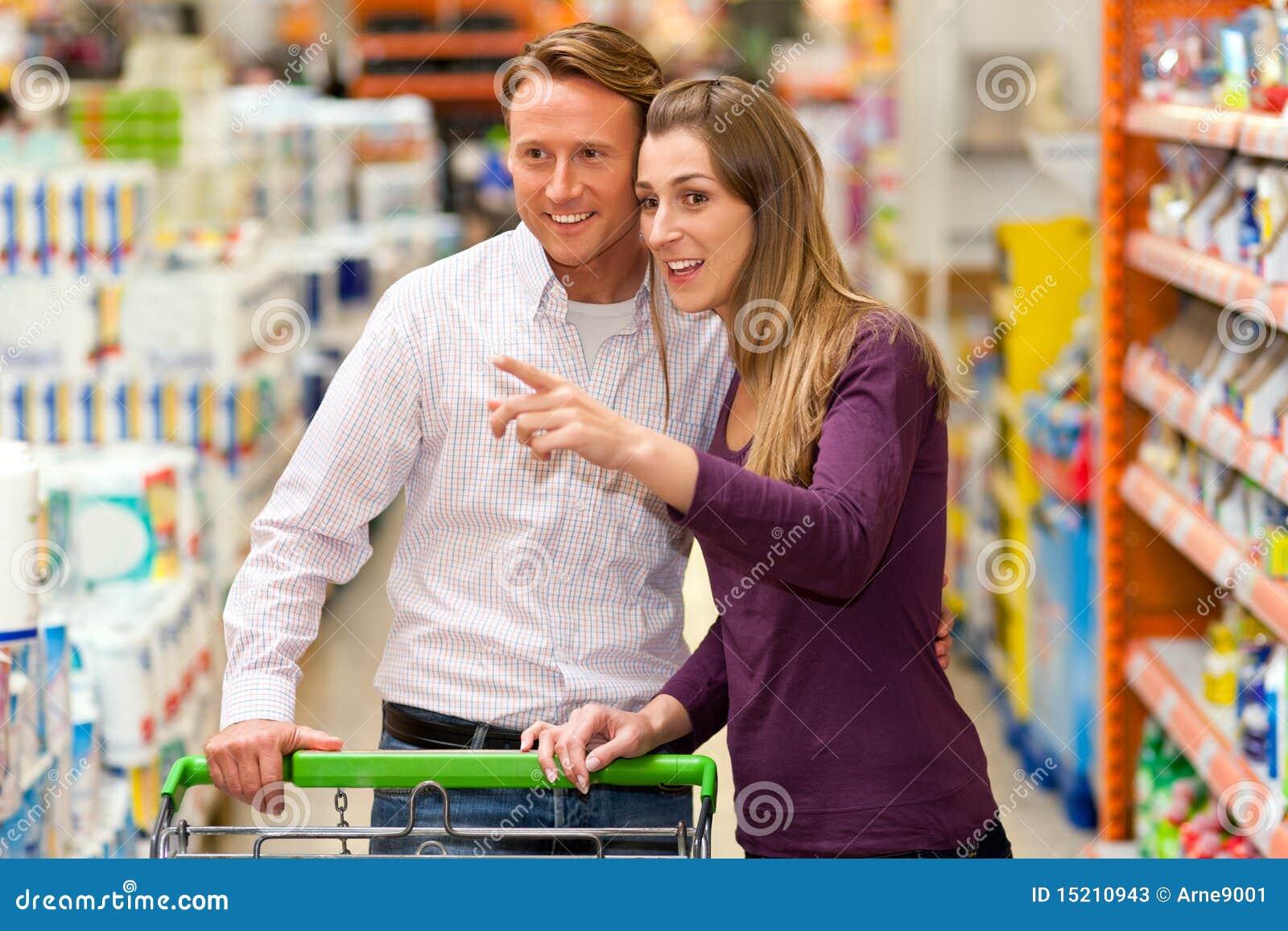 购物车夫妇购物超级市场
