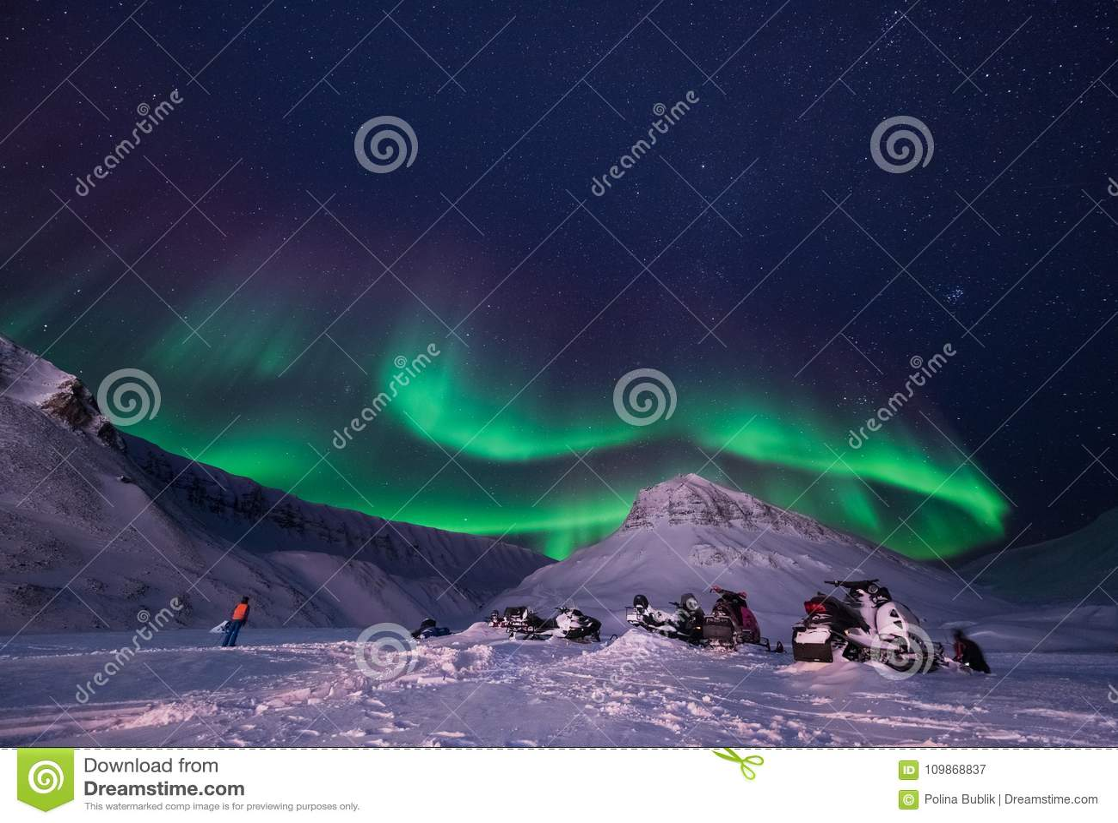 贴墙纸挪威卑尔根群岛朗伊尔城大月亮斯瓦尔巴特群岛极性夜山的风景本质与北极的