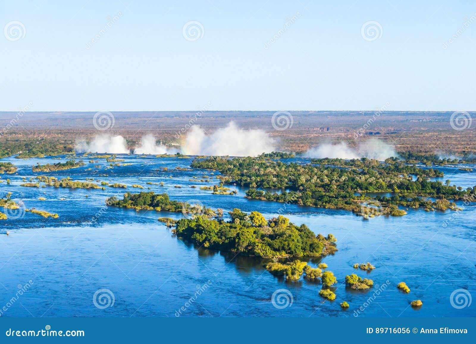 赞比西河和维多利亚瀑布,从直升机的看法