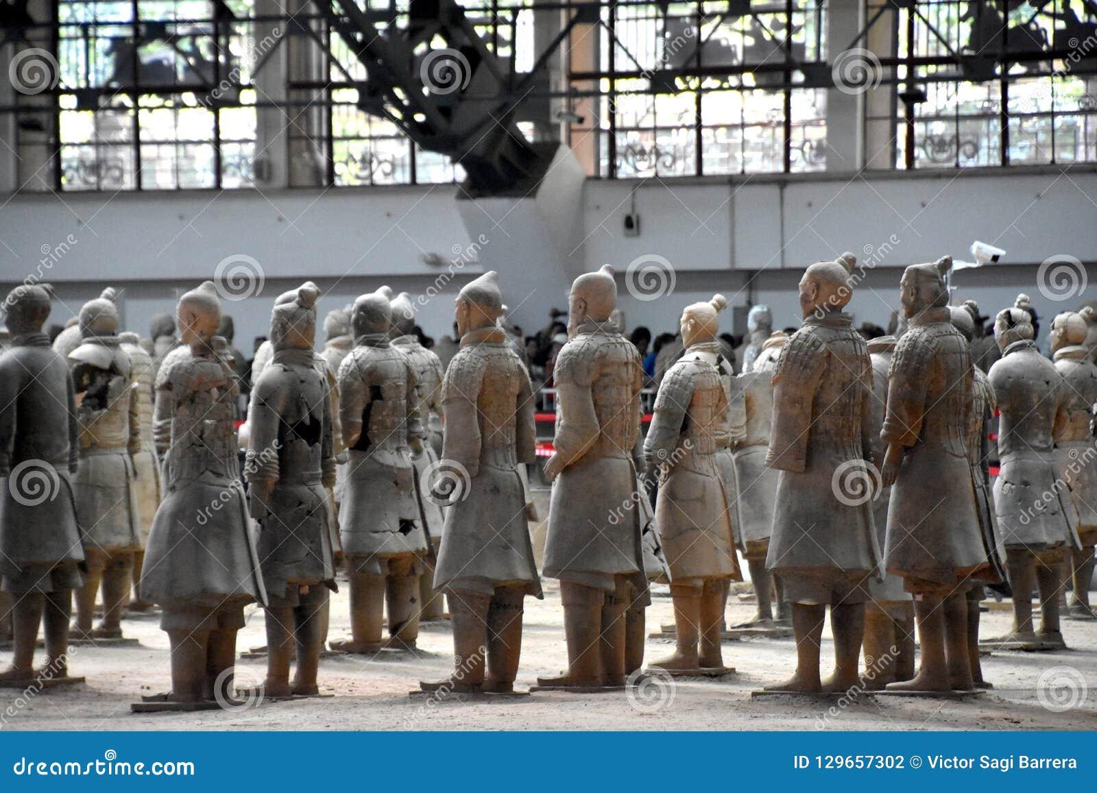 赤土陶器战士和马,西安,中国军队