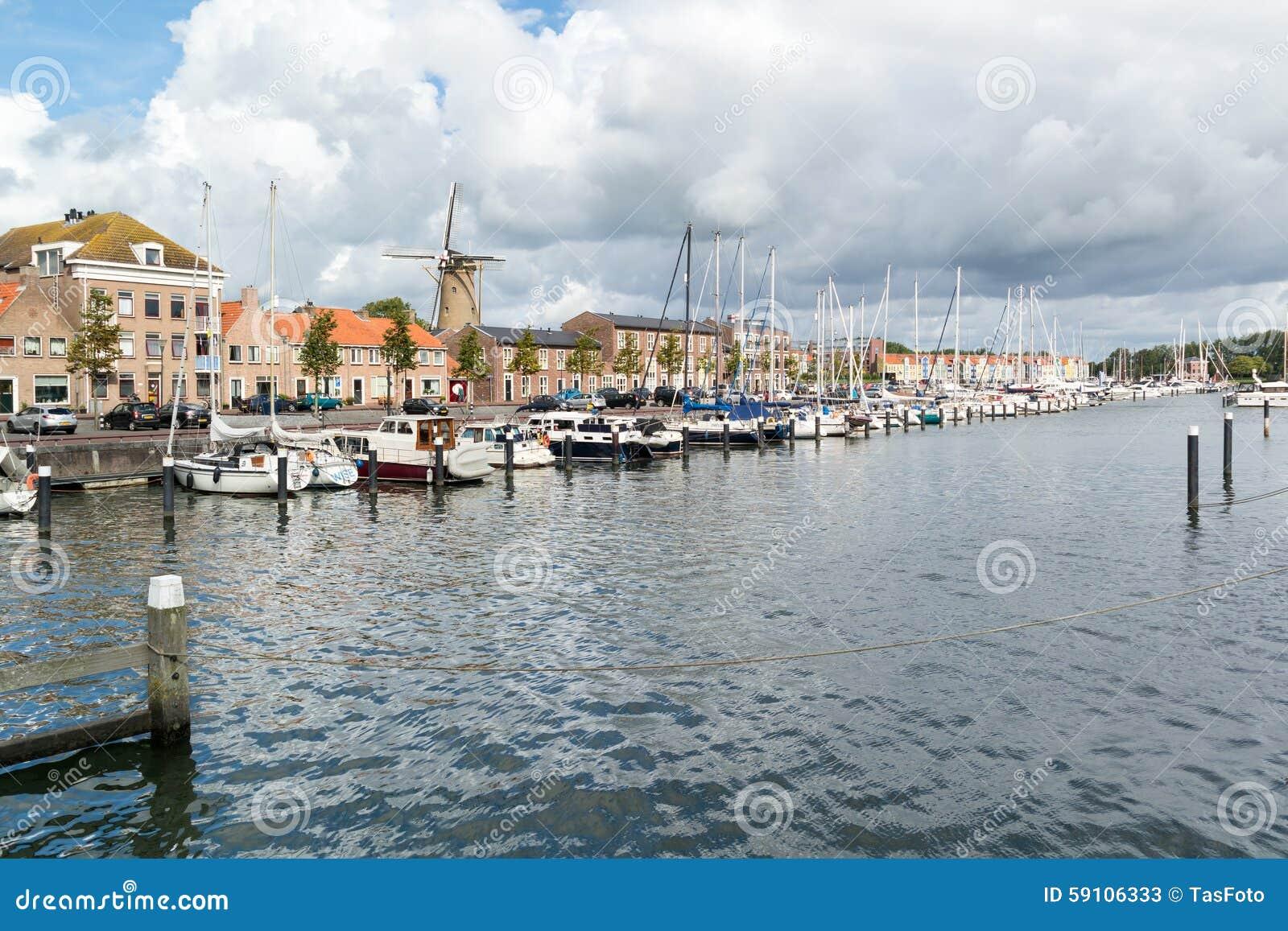 赫勒富茨劳斯,荷兰港口