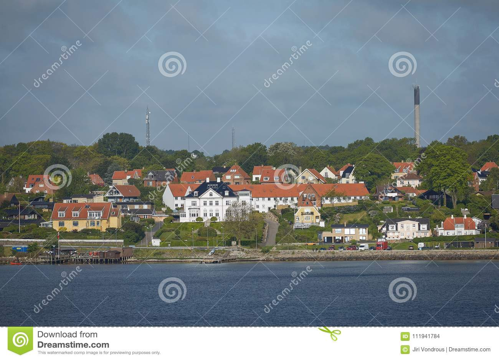 赫尔新哥或Elsinore看法从厄勒海峡海峡在丹麦