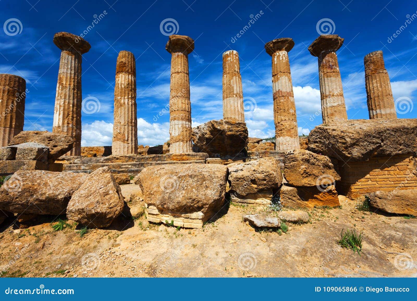 赫拉克勒斯寺庙在阿哥里根托考古学公园 西西里岛