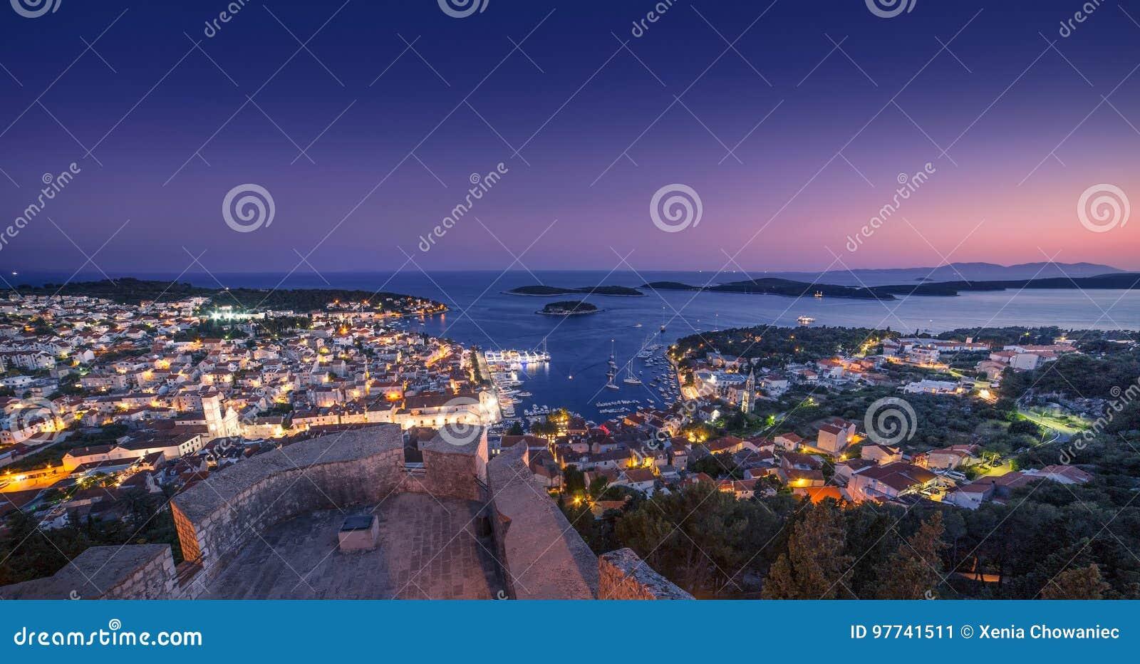 赫瓦尔岛在晚上
