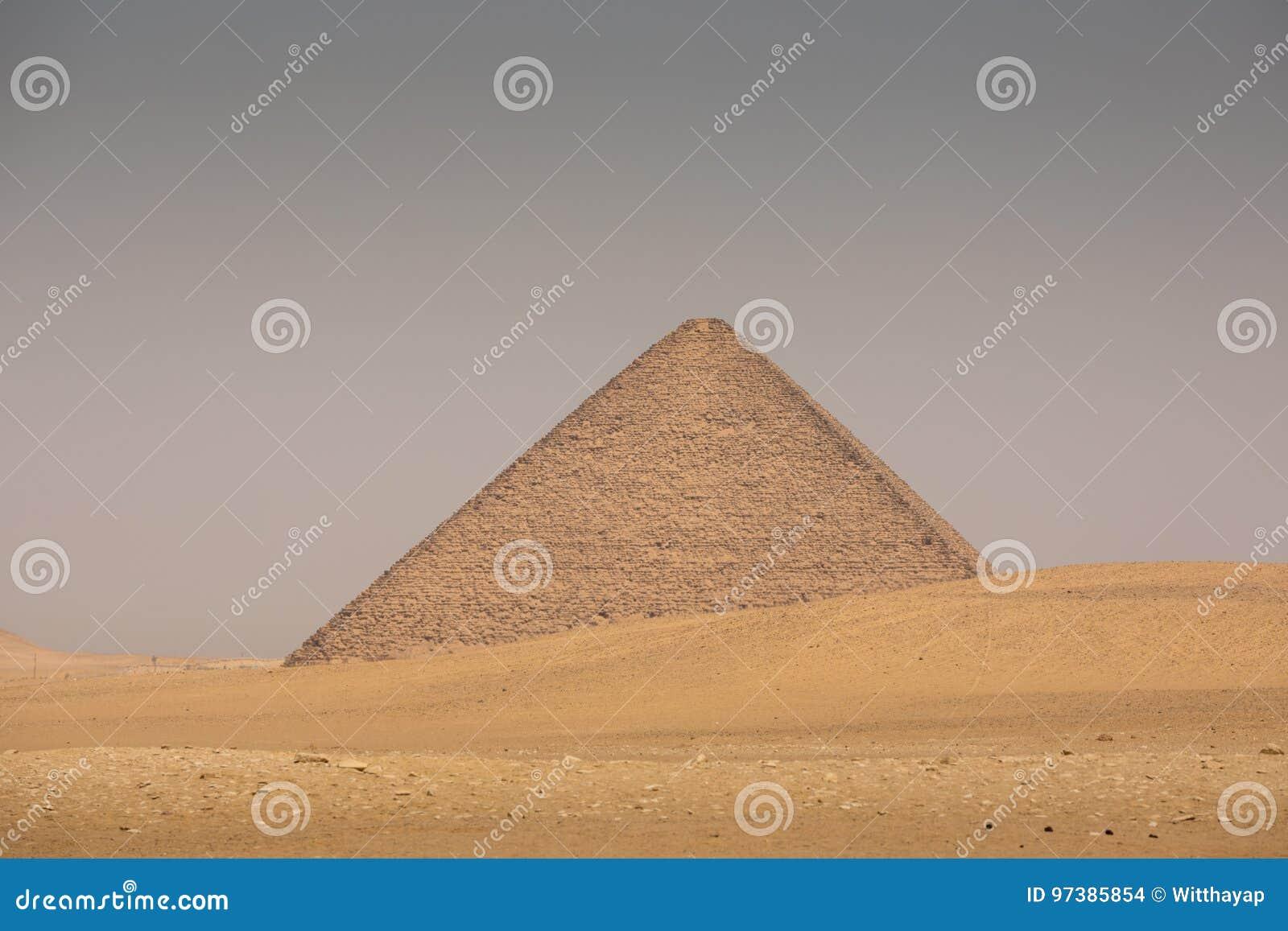 代赫舒尔红色金字塔在吉萨棉,埃及