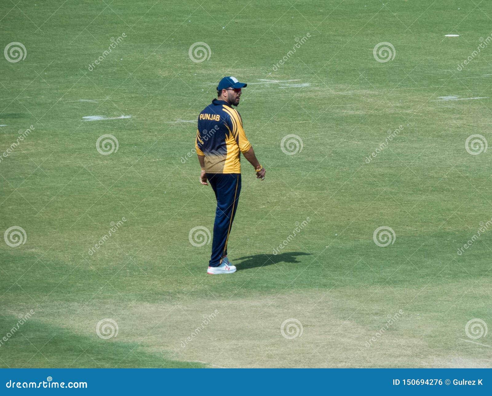 走领域的Yuvraj Singh玩板球者