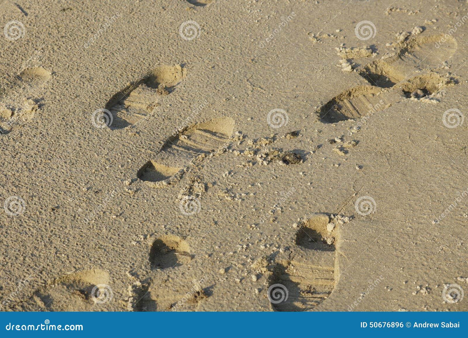Download 起动道 库存照片. 图片 包括有 英尺, 跟踪, 鞋子, boote, 沙子, 火箭筒, 痛饮, 含沙, 打印 - 50676896