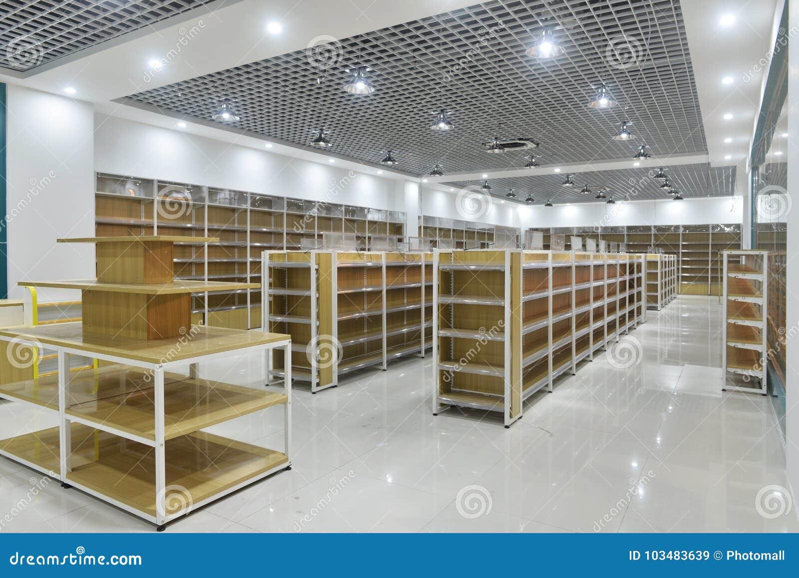 超级市场内部空的架子