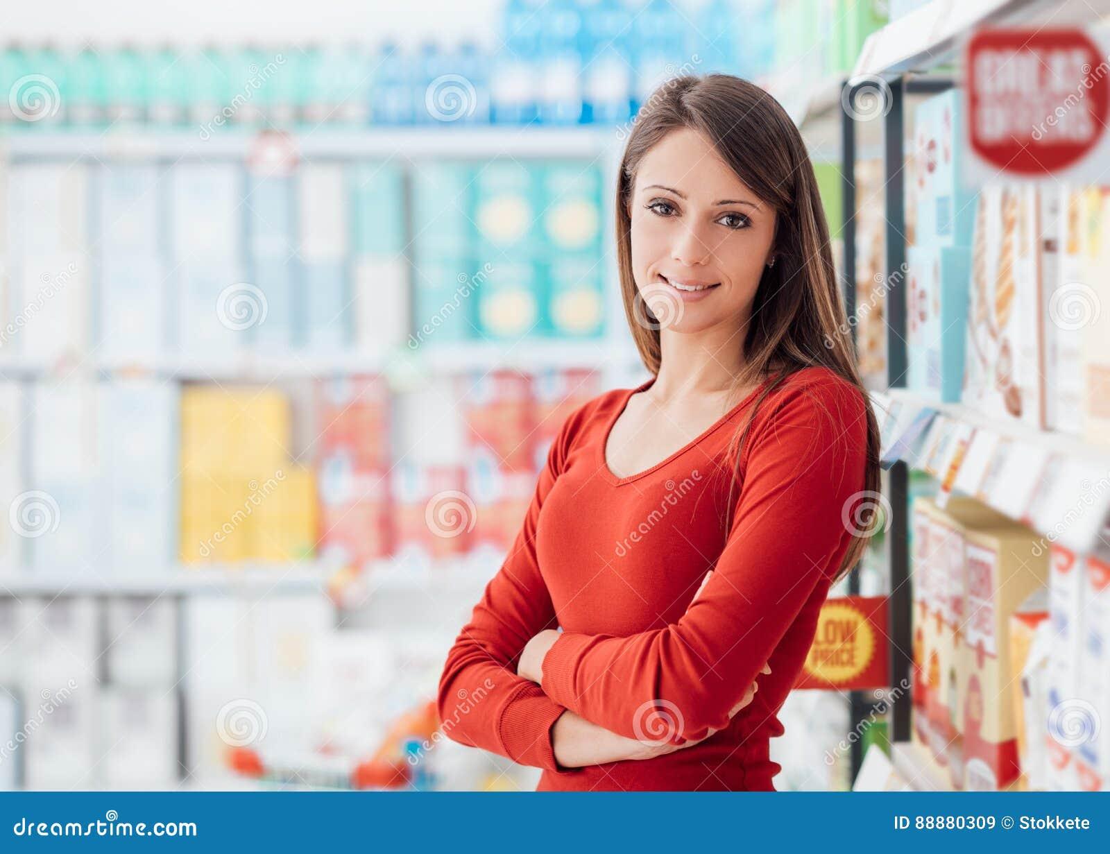 超级市场的妇女