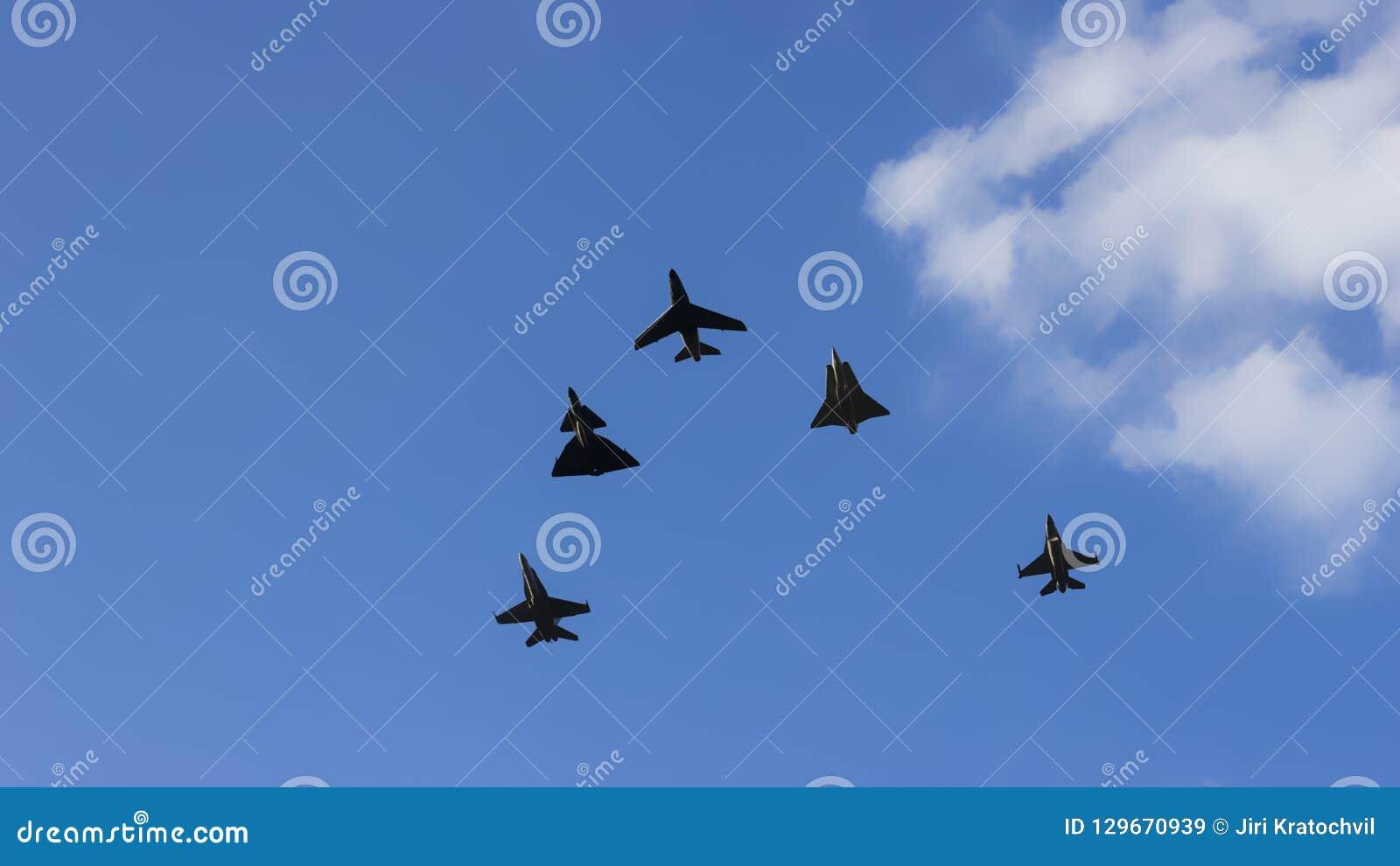 超音速飞机作战分谴舰队