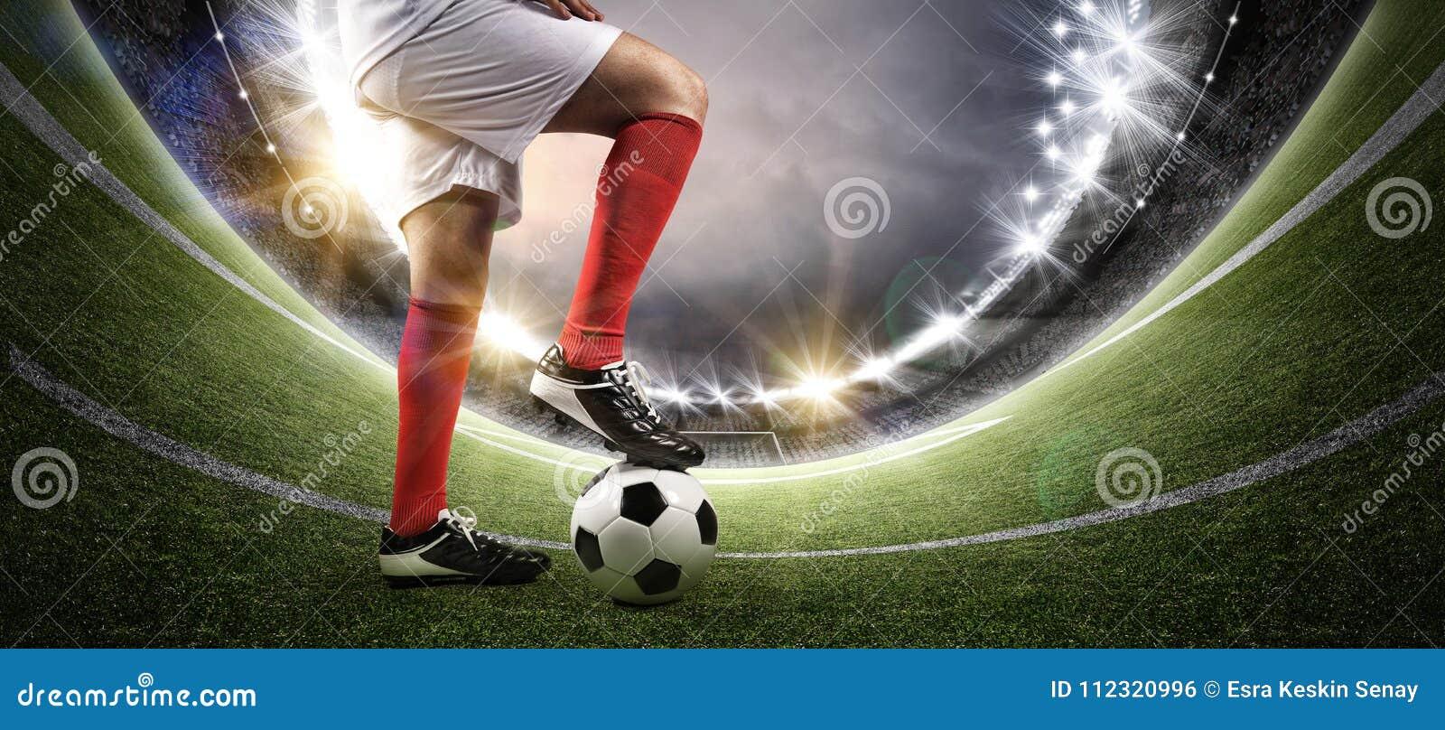 足球运动员在体育场内