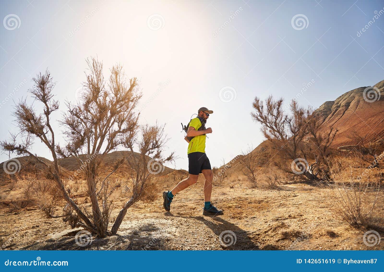 足迹赛跑在沙漠