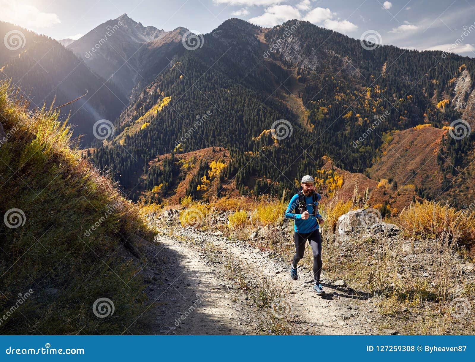 跑在山的足迹