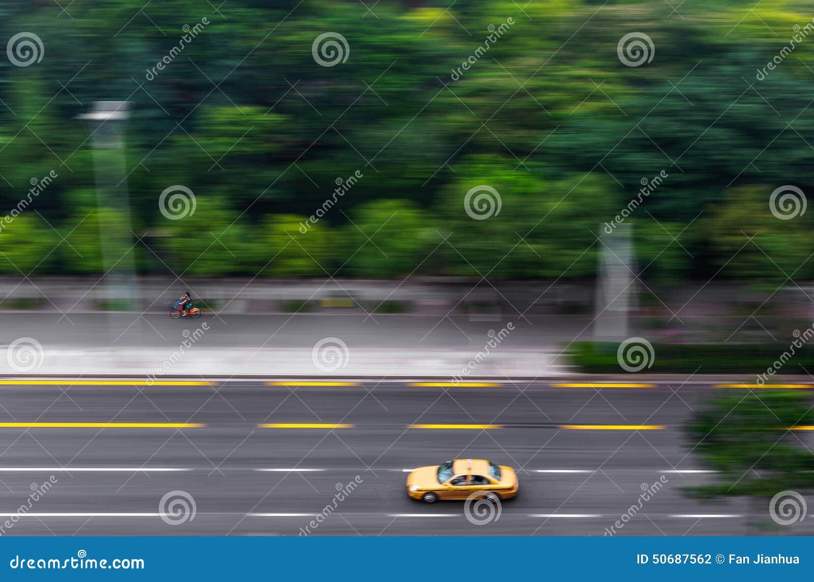 Download 路的城市斋戒交通 库存照片. 图片 包括有 运输, 符号, 模糊, 业务量, 发展, 城市, 街市, 方向 - 50687562