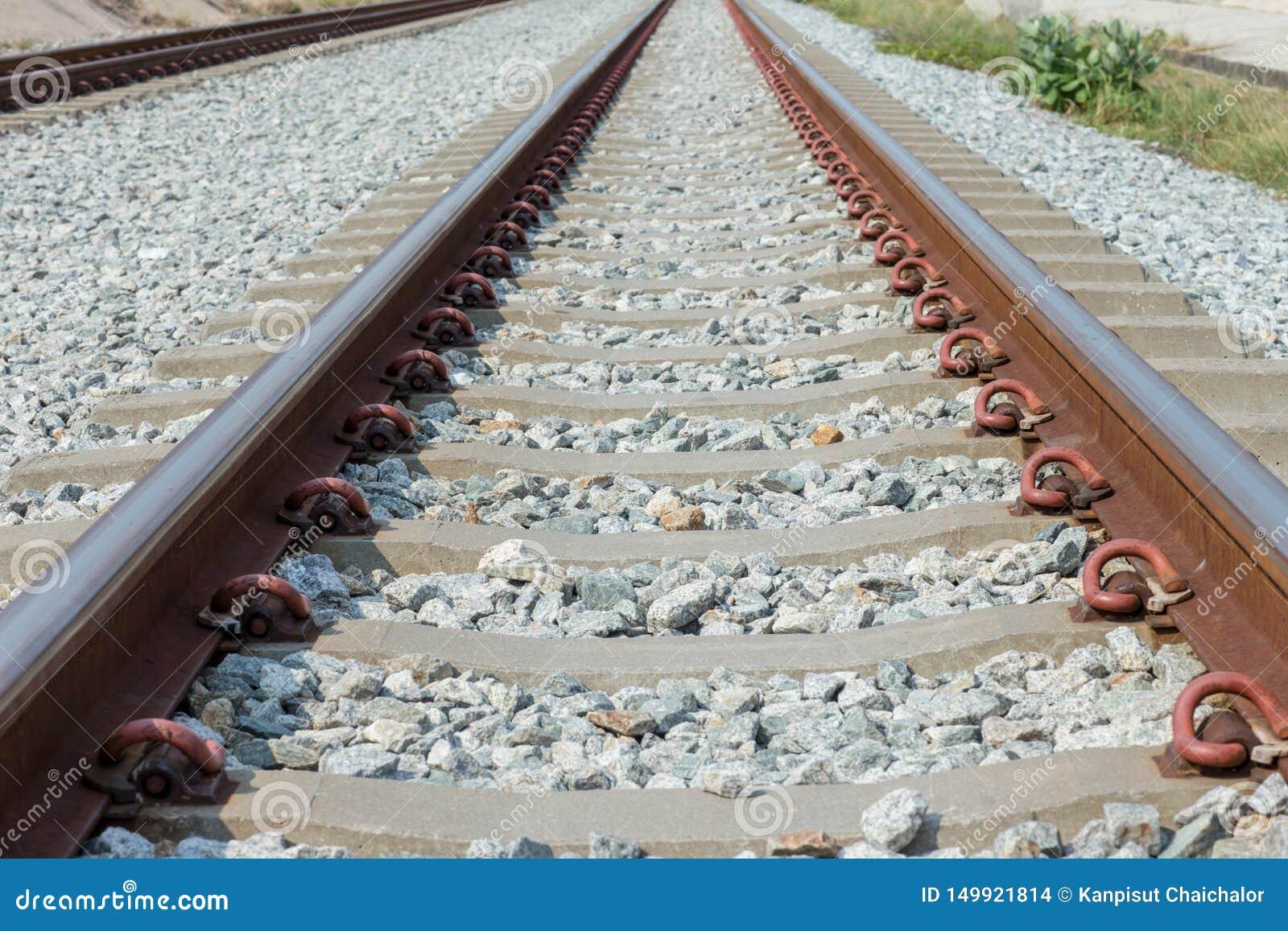 路轨联接,有透视线的路轨船锚的关闭从铁轨 安全运输 避免堵车