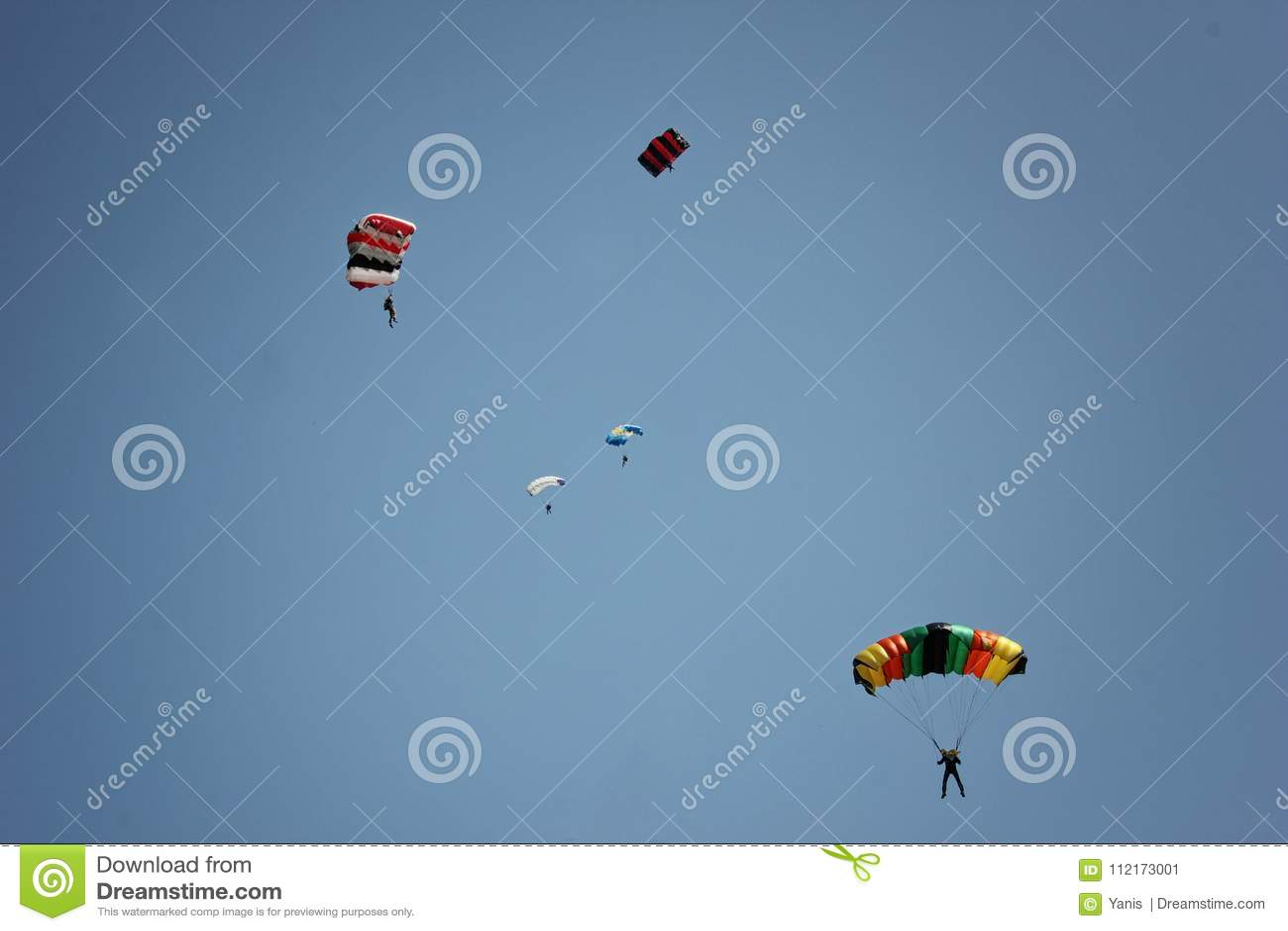 跳伞是一个好机会体验兴奋