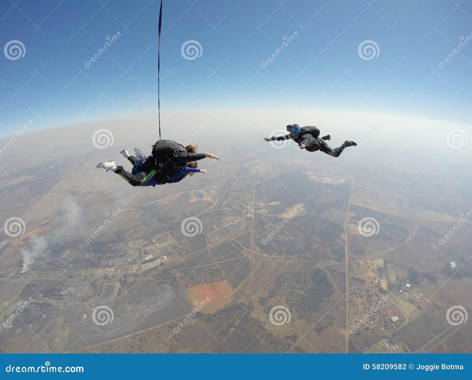跳伞运动员摄制纵排skydive
