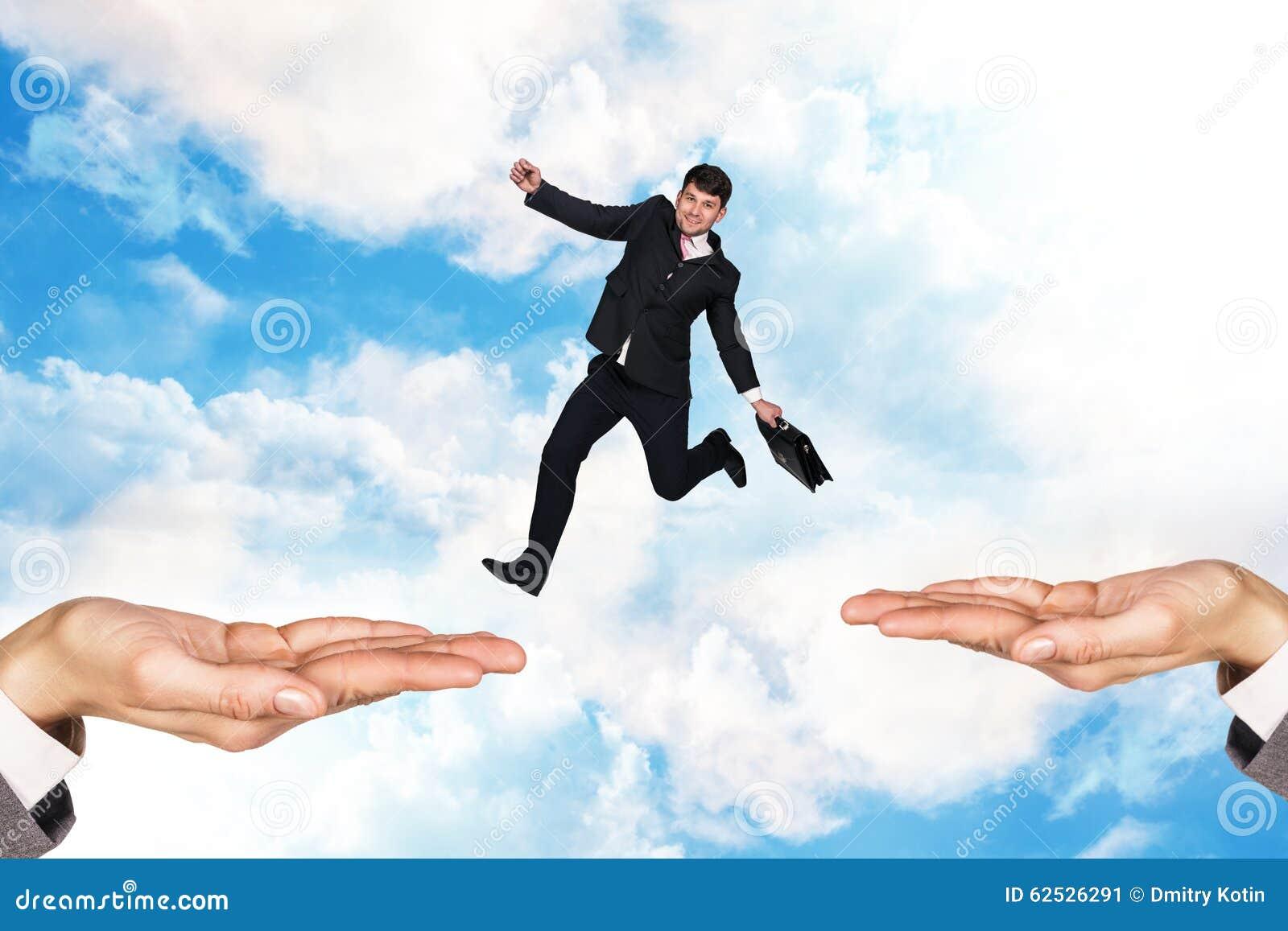 跳在天空的商人