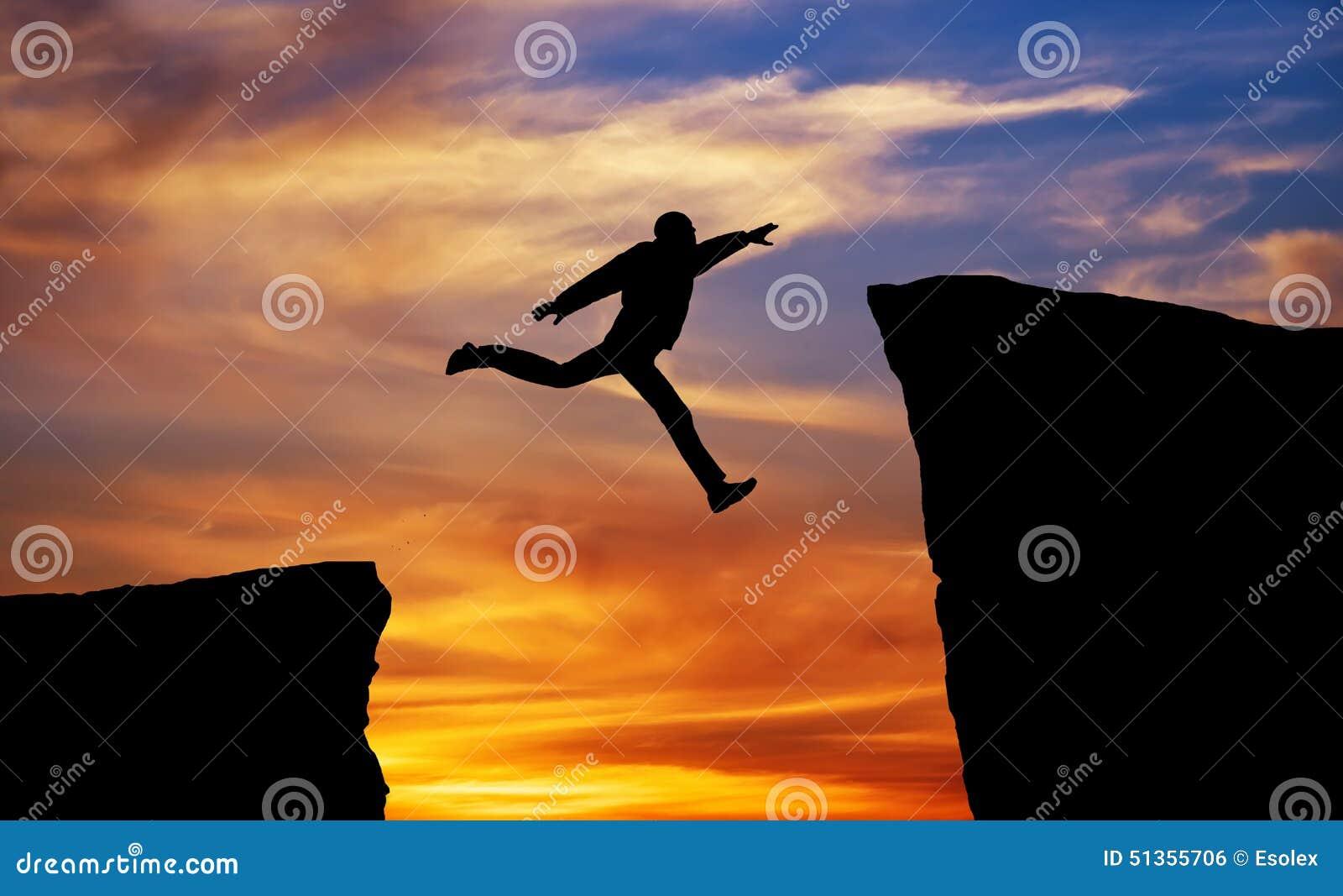 跳横跨空白的人