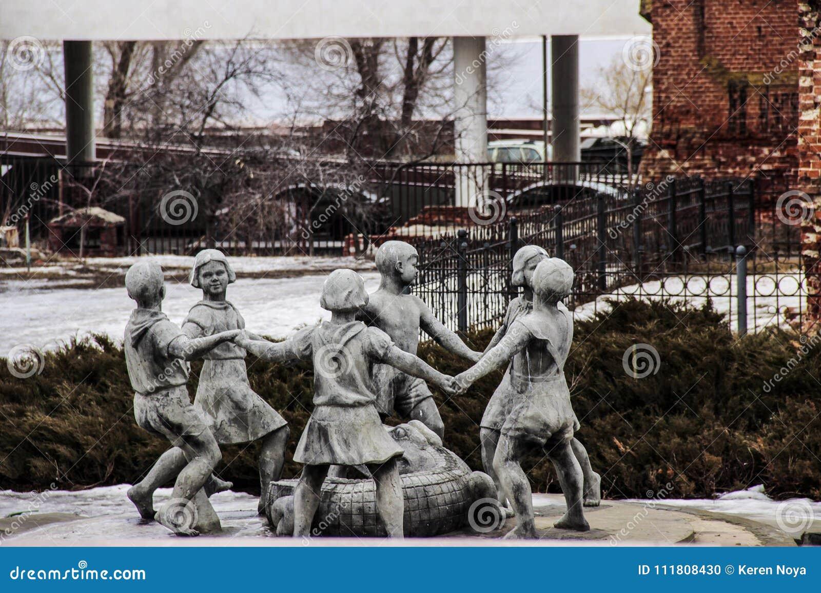 跳舞孩子一个著名喷泉在斯大林格勒