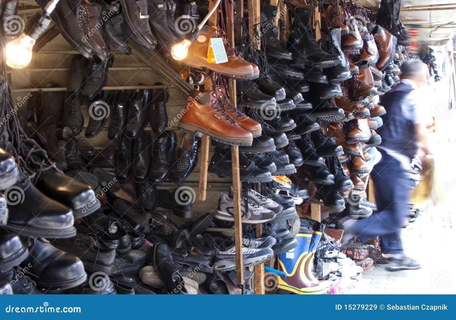 跳蚤市场鞋店