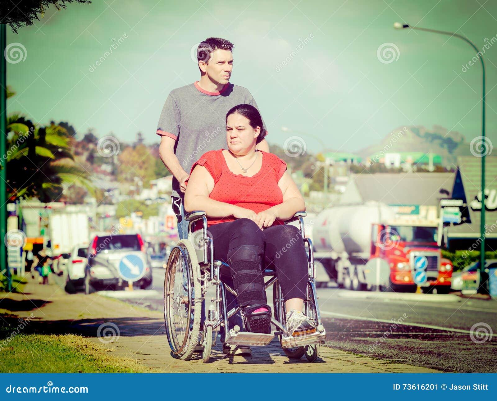 轮椅的妇女