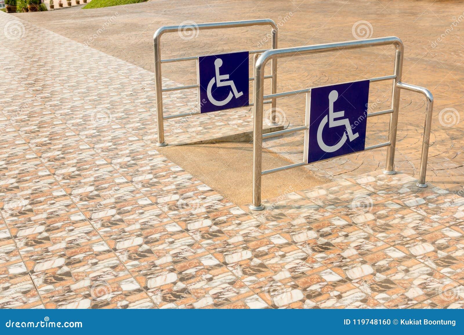 轮椅舷梯障碍的倾斜方式