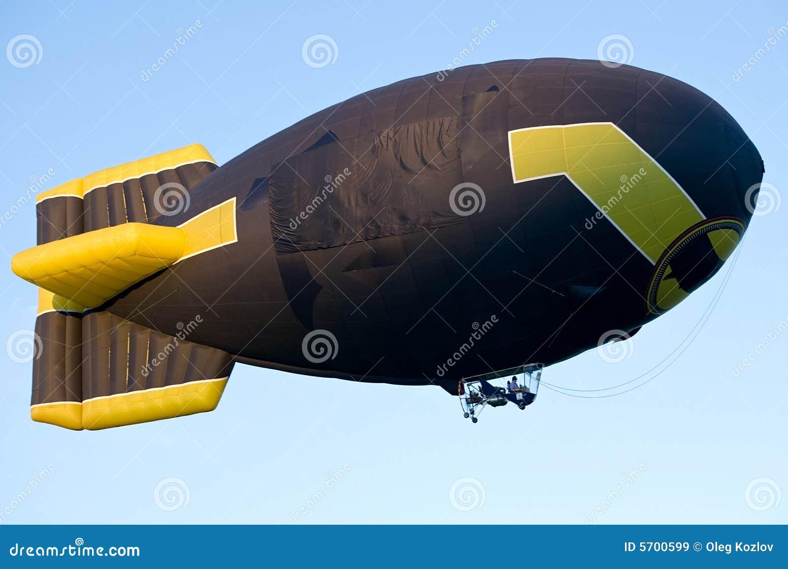 软式小型飞艇飞行