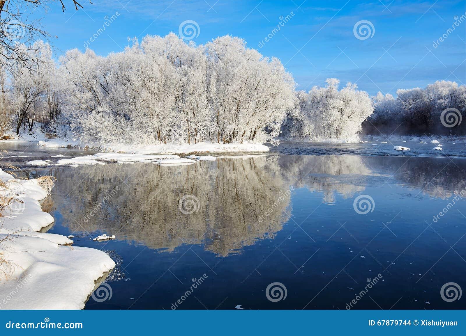软的霜和冬天河