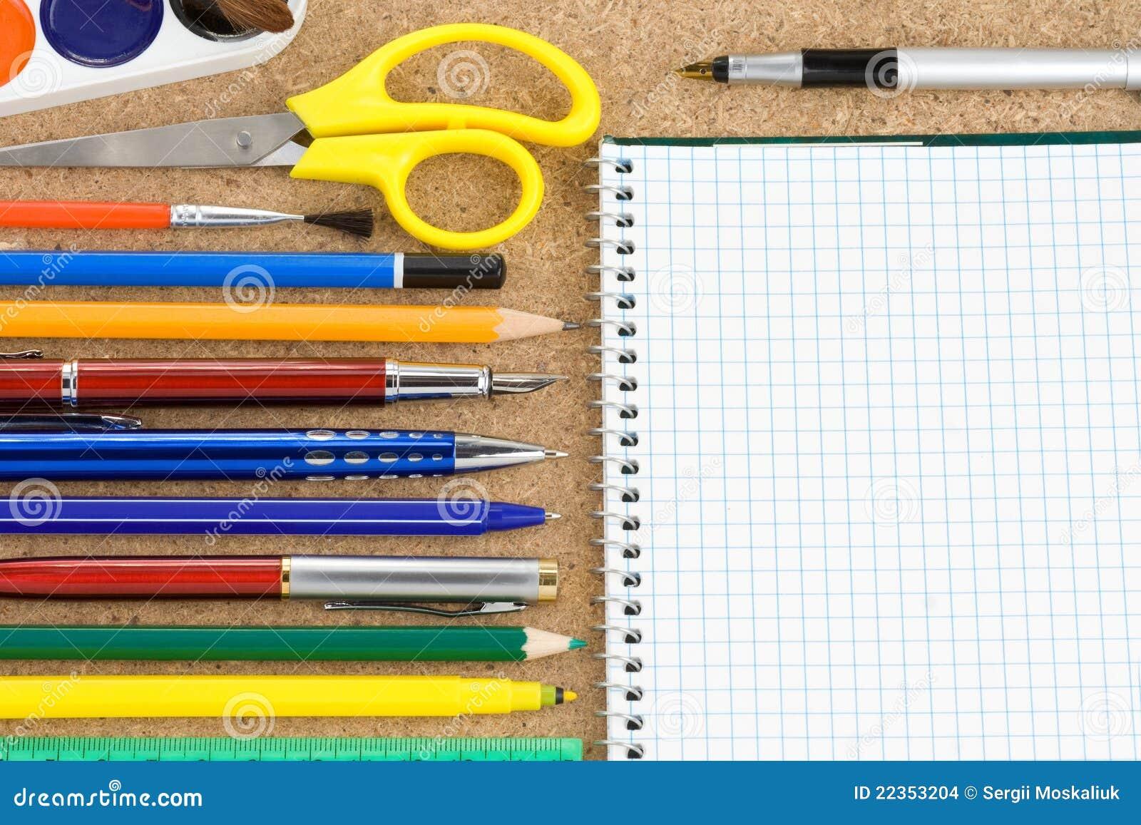 辅助部件检查了笔记本学校