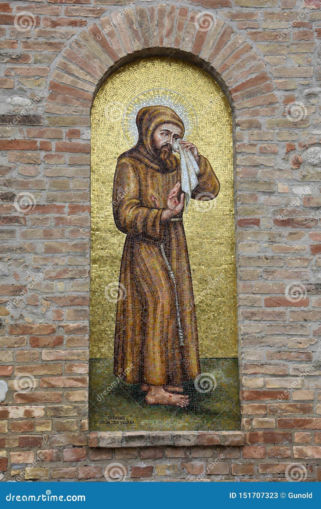 辉煌的圣所玛丹娜在朱利亚诺瓦
