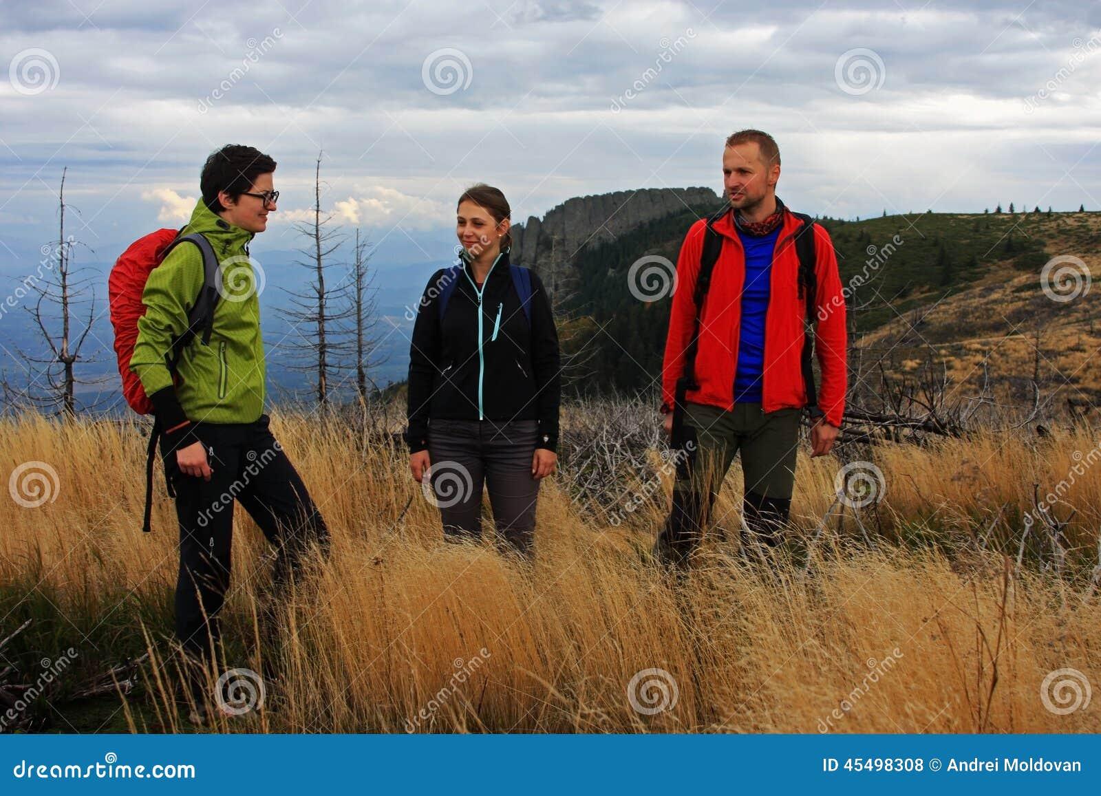 迁徙在山的三个朋友