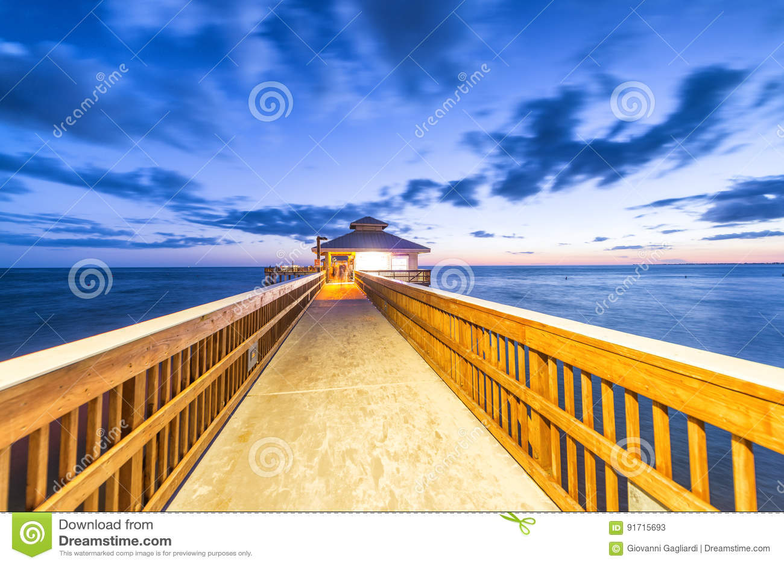 迈尔斯堡码头,佛罗里达夜视图