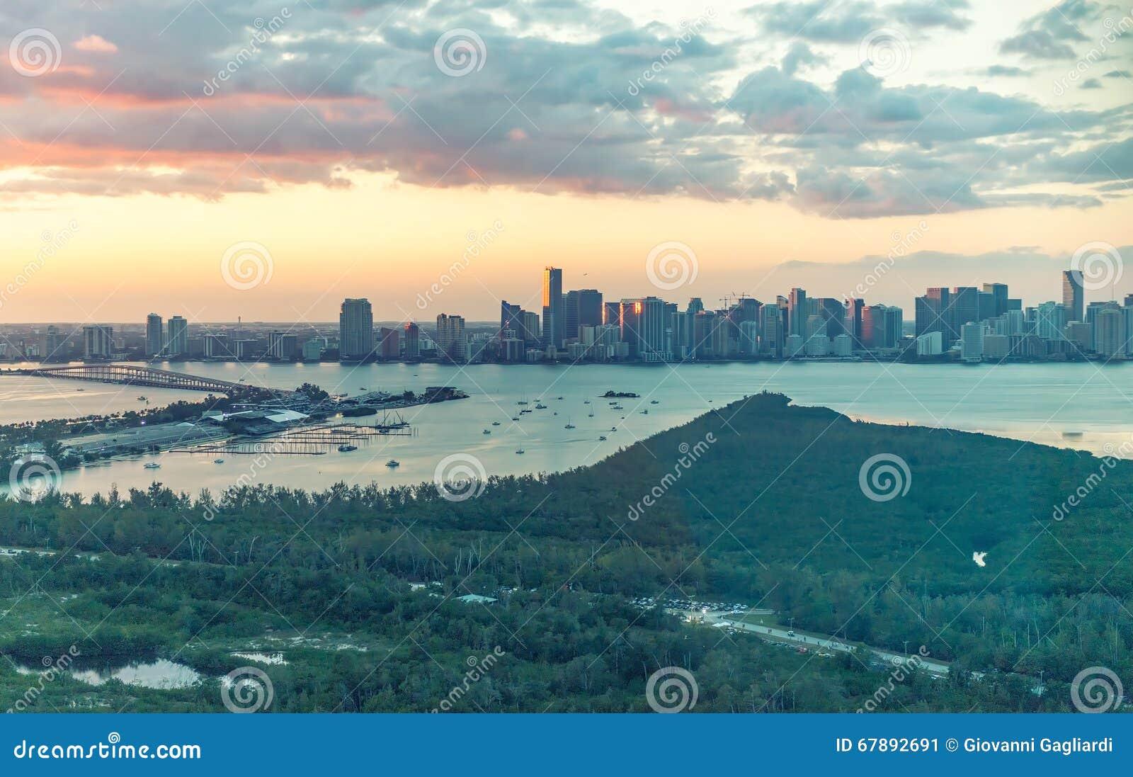 迈阿密惊人的海岸如被看见从直升机