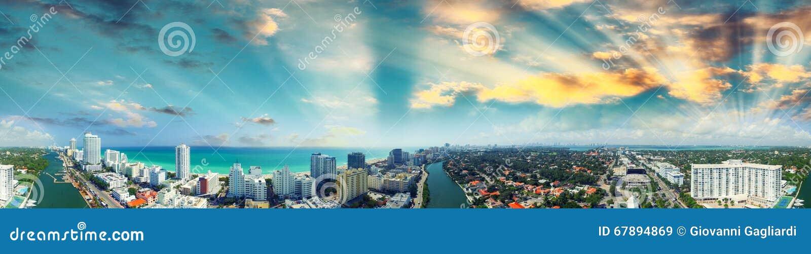 迈阿密海滩-鸟瞰图在一个晴天