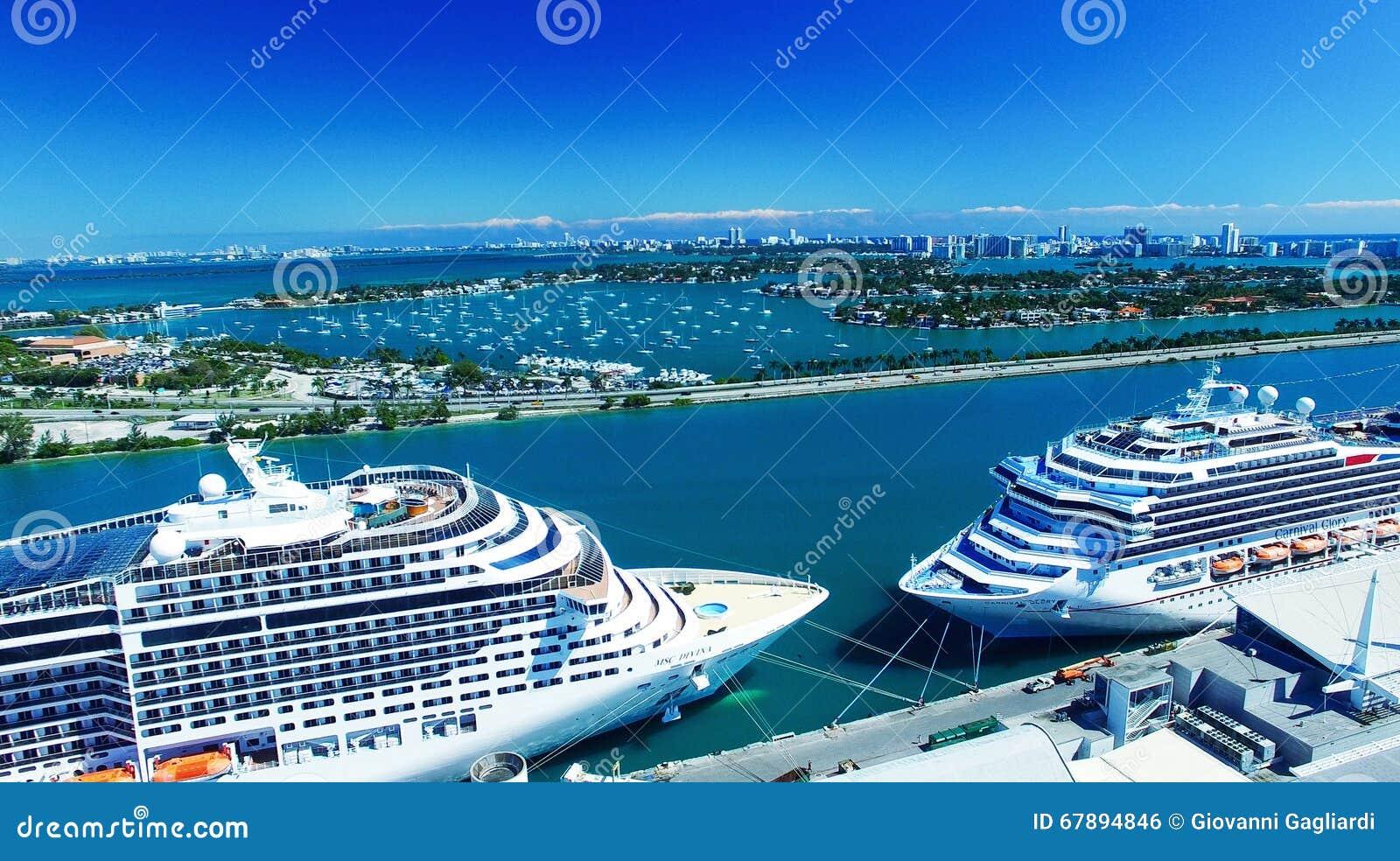 迈阿密- 2016年2月27日:在迈阿密口岸的游轮 城市