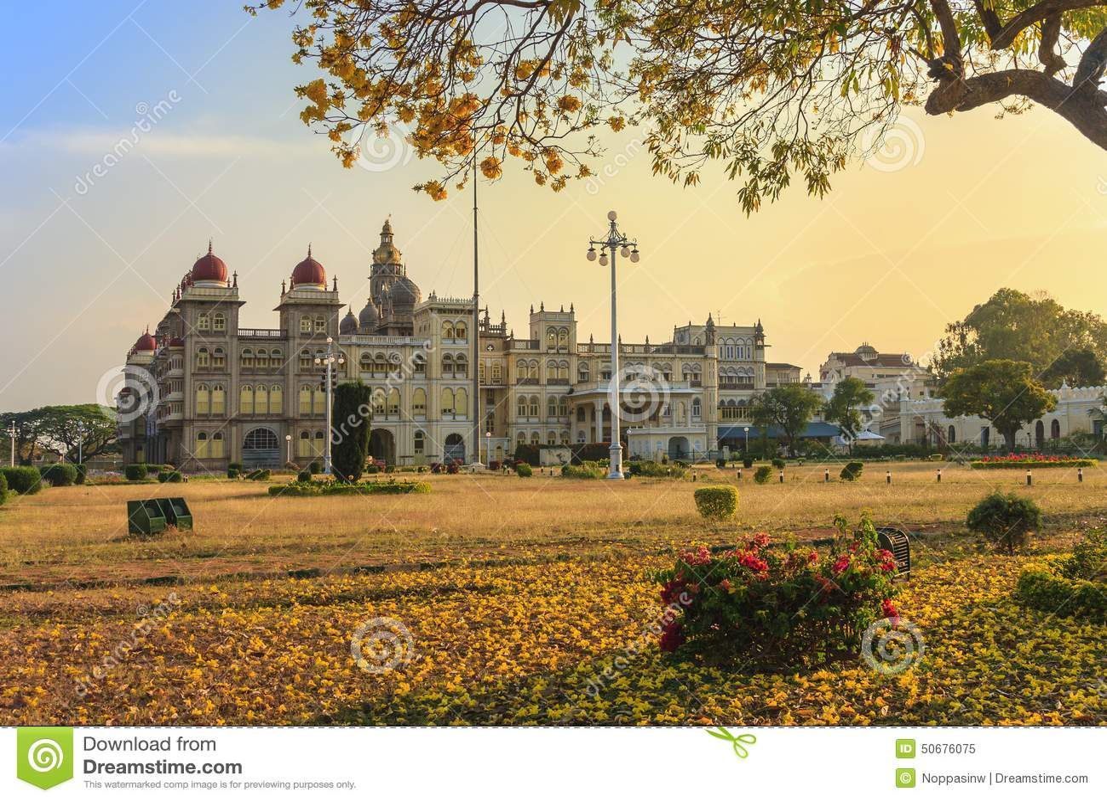 Download 迈索尔宫殿,印度 库存图片. 图片 包括有 迈索尔, 城堡, 拱道, 印度, 吸引力, 庭院, 宫殿, 地标 - 50676075