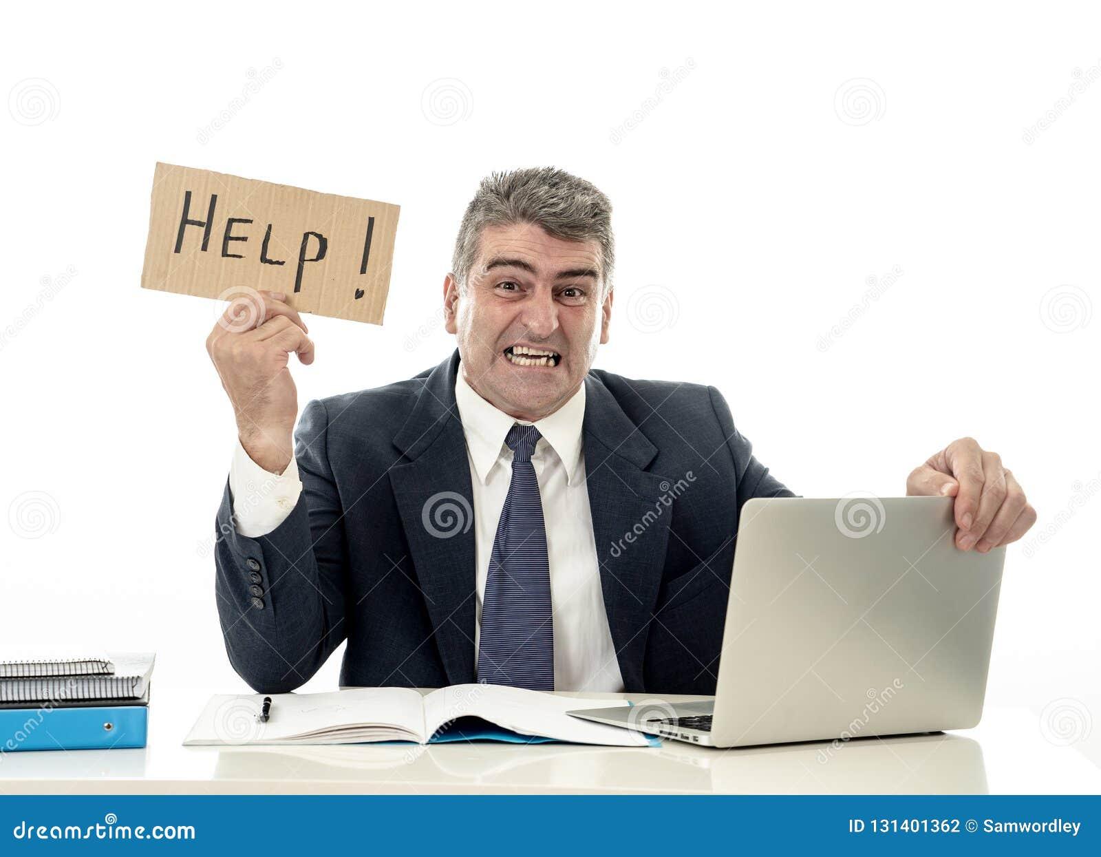 运作在计算机书桌藏品标志的成熟绝望商人痛苦重音请求帮助看注重了劳累过度
