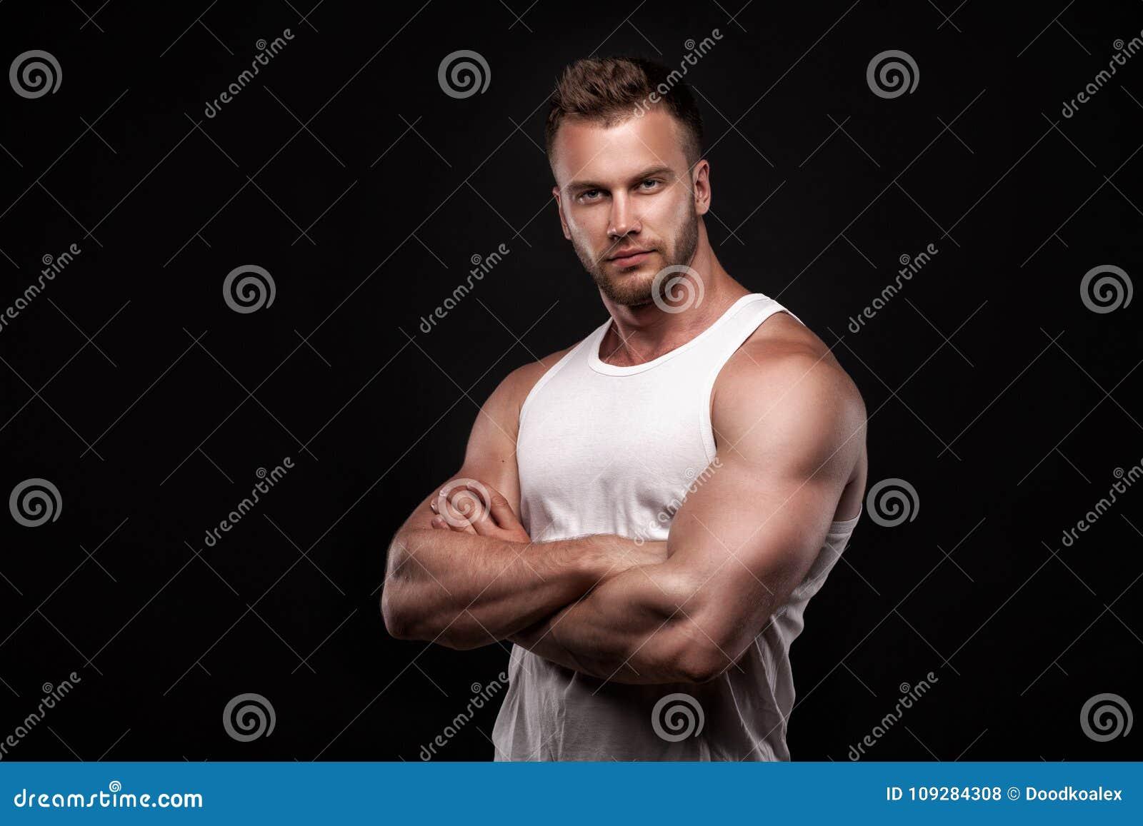 运动人画象白色汗衫的