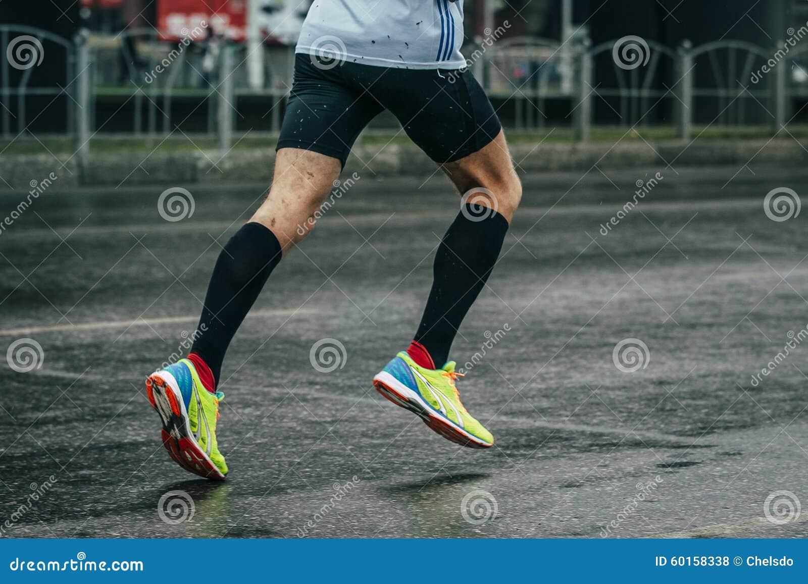 年轻运动员跑马拉松