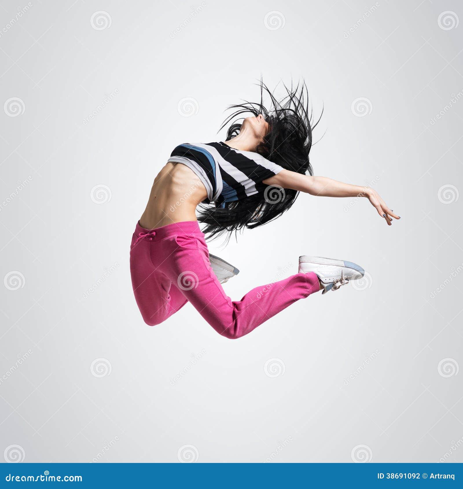 运动女孩跳舞跳跃图片