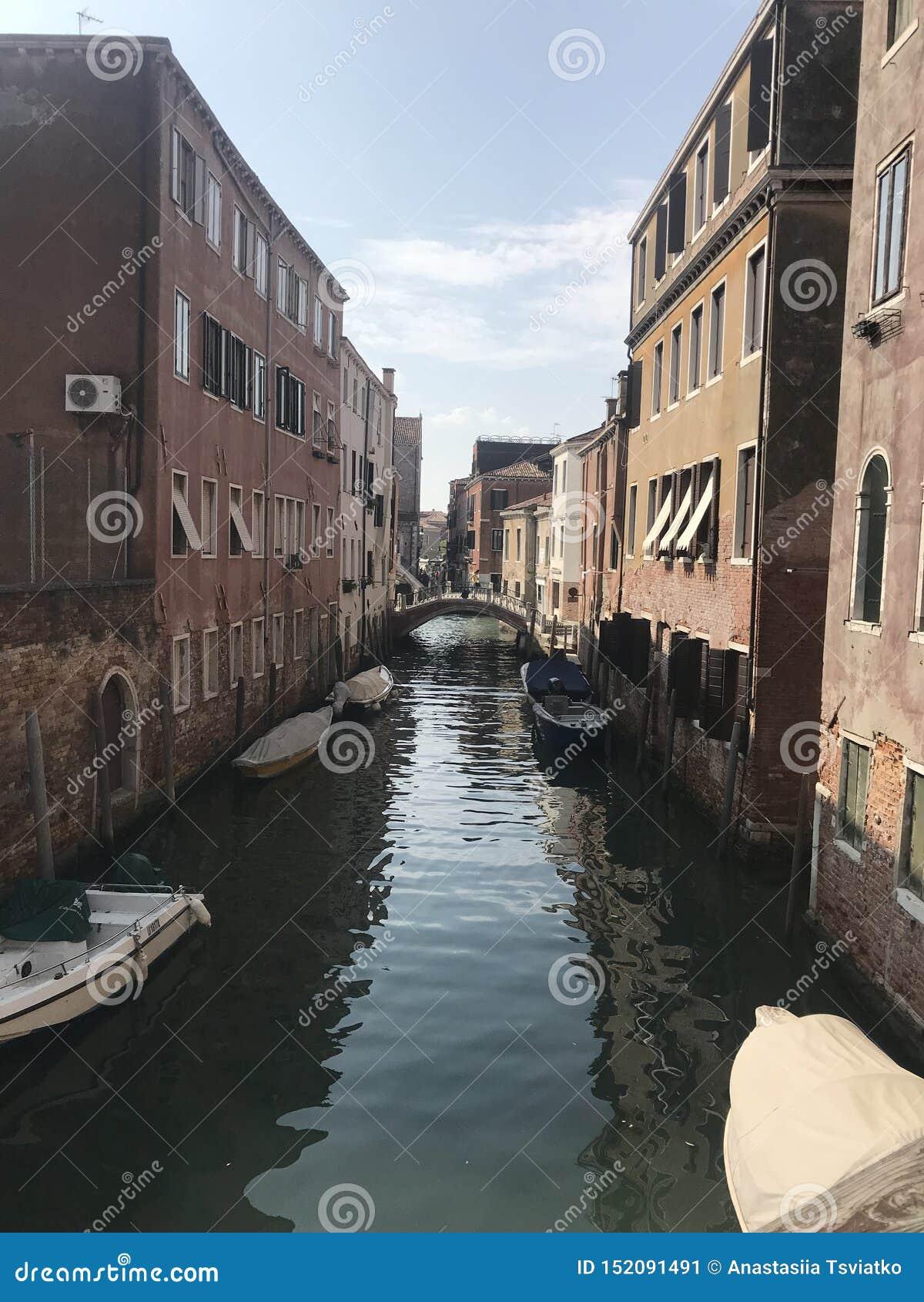 运河的看法在威尼斯